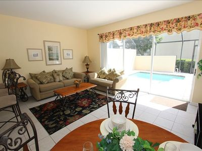 Relax in a comfy living/dining area Equipped with 42 inch Plasma TV and WIFI