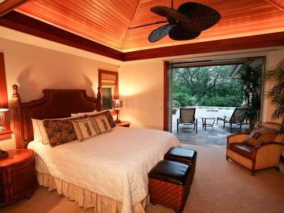 Mauna Lani villa rental - Luxurious master suite with walk-out terrace access