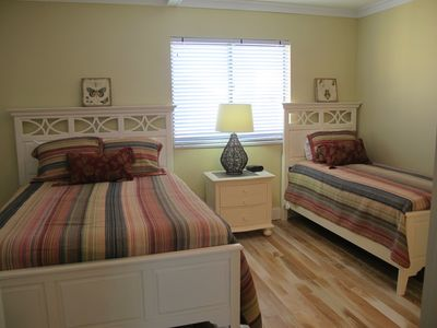 Full & twin beds in upstairs bdrm, w private bthrm, flat screen TV & fine decor.