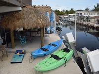 Waterfront Retreat-Dockage, Spa, Beach Access, Paddleboards, Bikes-Come Relax!!