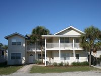 Tuckered Out, Old Grayton, Private Pool, Near Beach and Red Bar, Sleeps 23,Fall and Winter Special!