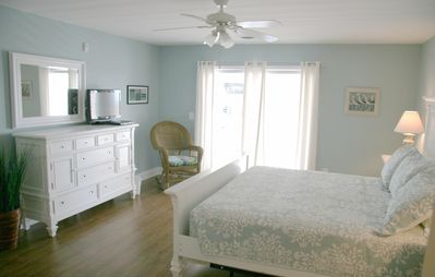 Crescent Beach villa rental - Master Bedroom Downstairs!