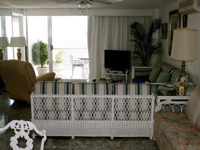 Acapulco condo rental - Living/Dining Area, WiFi, Hi Definition TV
