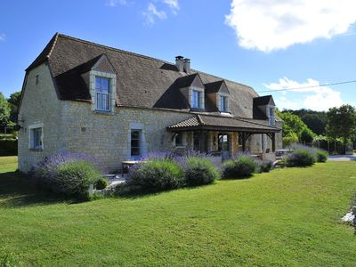 Ideally located between Sarlat and Rocamadour Perigord house private pool
