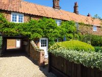 CASSIES COTTAGE, family friendly in Heacham, Ref 915103