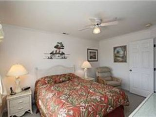 North Ocean City townhome photo - Master Bedroom with ceiling fan/light and extra reclining chair.