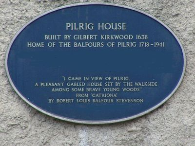 Blue plaque on the wall of Pilrig House with RLS quote from his novel, Catriona
