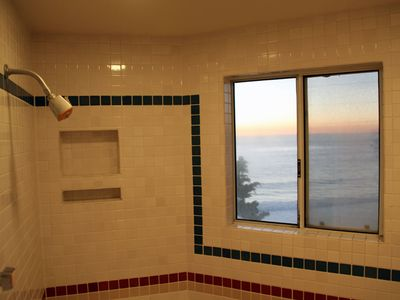shower with deep tub and double shower heads