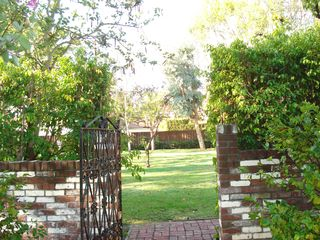 Beverly Hills studio photo - entrance to estate grounds