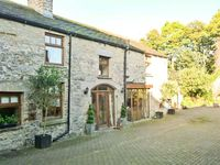 THE COACH HOUSE, pet friendly, with a garden in Middleham, Ref 18757
