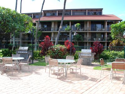 Kihei condo rental - Entertain by the pool with gas barbecues