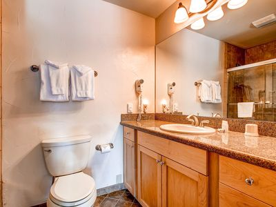 Cedars Townhomes Master Bath Ski-in/Ski-Out Breckenridge Lodging