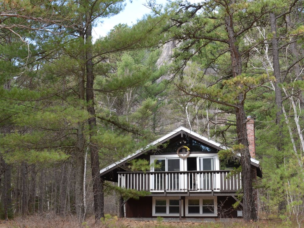 Cathedral ledge chalet walk to echo lake vrbo for Echo lake cabin rentals