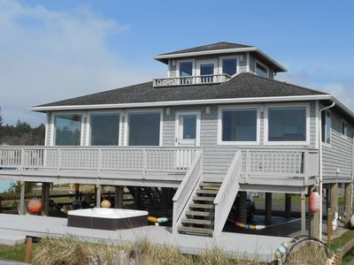 """EAGLE'S NEST"" WINTER SPECIALS!  OCEANFRONT, HOT TUB, AMAZING VIEWS!"