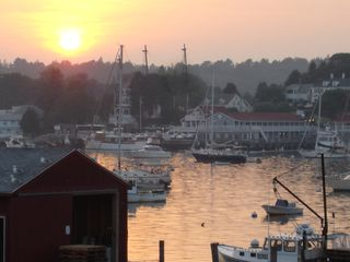 Boothbay Harbor cottage photo - Boothbay's historic inner harbor