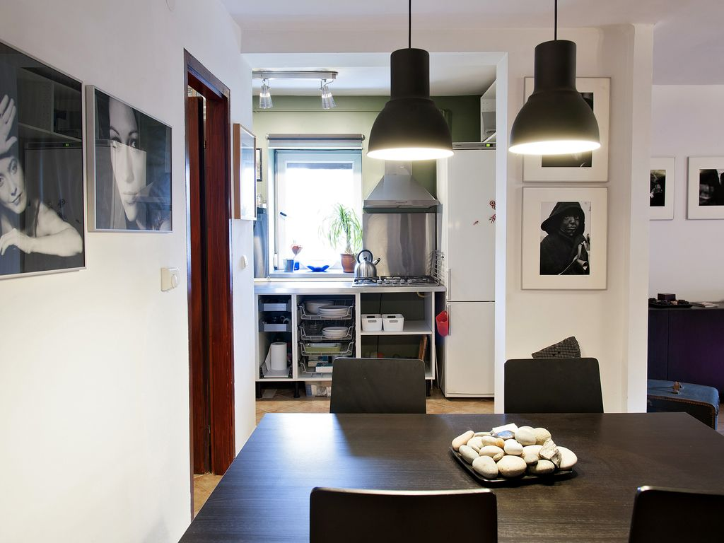 Quiet And Warm Artist's Apartment In Budapest Close To City Center