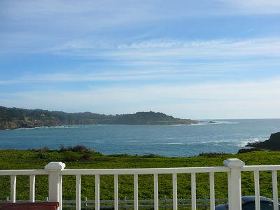 MENDOCINO VILLAGE LUXURIOUS OCEANFRONT PENTHOUSE, WALK EVERYWHERE, DOG FRIENDLY!