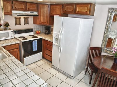 Los Angeles apartment rental - Kitchen with everything you need to make home cooked meals