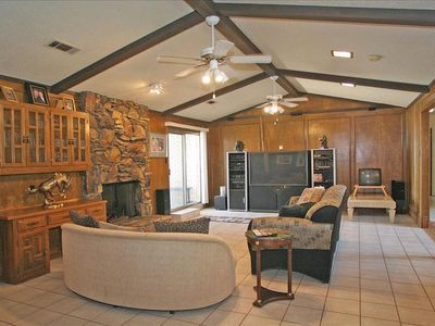 Spacious Living Room with Wet Bar, Fireplace and Media Center