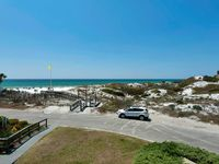 Close to the beach with great Gulf views!