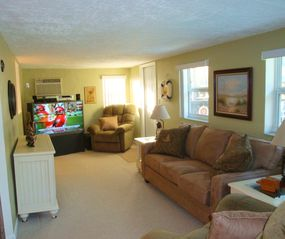 Fort Lauderdale house photo - Family room has Big Screen Direct HDTV & new queen size sofa/sleeper.