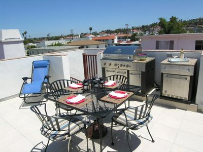 Roof Deck BBQ, Fridge and lounging