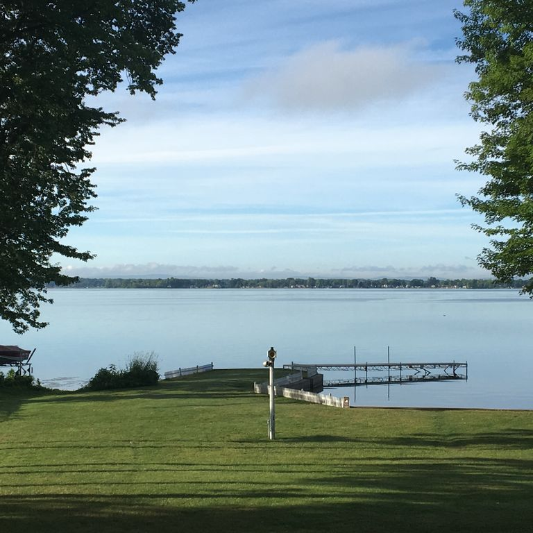 Lake Front Camp With Space To Play