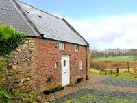 THE BOTHY, pet friendly, country holiday cottage in Lowick, Ref 28415