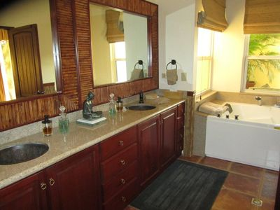 Master Suite Bathroom with Double Jacuzzi
