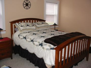 Master Bedroom, queen size bed, satellite TV