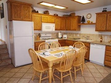 June Lake condo rental - Ready to cook!!