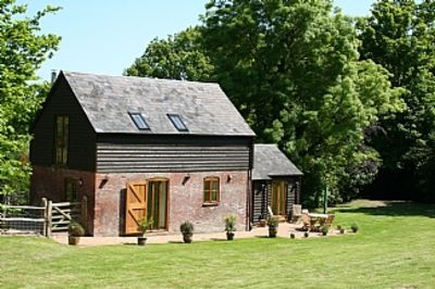 Beautifully converted Barn To A High Standard with Private Garden And Terrac
