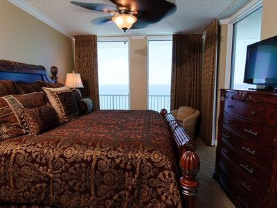 Master Bedroom, King Bed, 32 Inch HDTV Flat Screen, Ceiling Fan