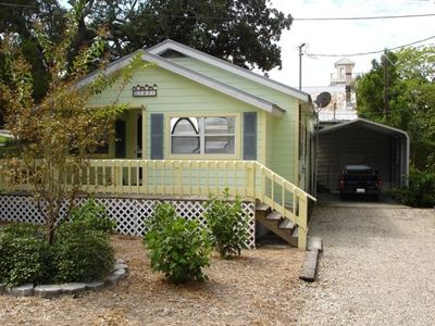 Charming Cottage with covered vehicle or boat parking for your convenience