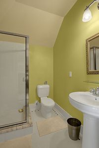 Seattle house rental - Ensuite Bathroom to Bedroom No 4