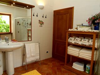 Chiusi villa photo - Ground floor bathroom