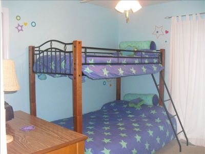 Bunk Room - Twin over Full Mattresses
