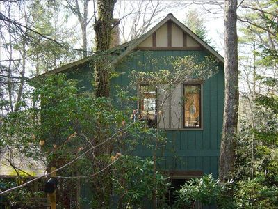 Highlands, NC on Secluded Ridge in Mirror Lake Neighborhood - Yet In Town