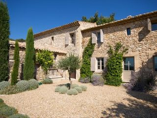Gordes farmhouse photo - Farmhouse Courtyard