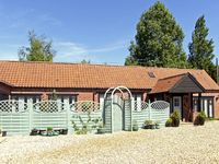 STABLE COTTAGE, pet friendly, with a garden in Necton, Ref 3505