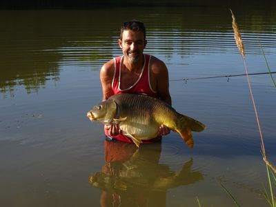 Exclusive 4 acre Fishing Lakes  With mobile home (£100 per wk ) and bait cabin