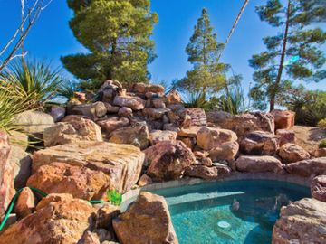 Yucca Valley house rental - Oversized in-the-rocks hot tub. Ideal for stargazing.