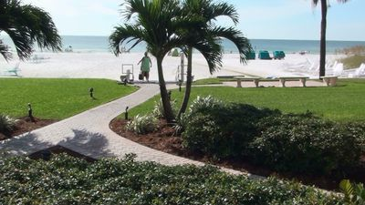 Siesta Key condo rental - Welcome to Paradise - #1 Beach in USA --Only Steps from Your Door