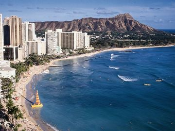 World famous Waikiki Beach & Diamond Head mountain are less than 10 miles away