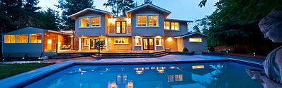 Bellevue villa rental - Backside w/ swimming pool