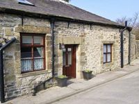 WATERSHED COTTAGE, pet friendly, with a garden in Settle, Ref 22252