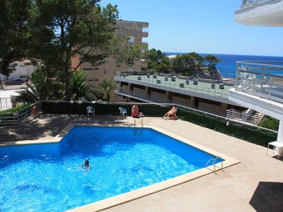 Comfortable holiday apartment near the beach with terrace and a view of the sea