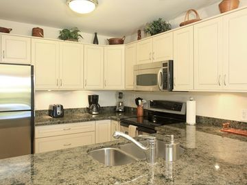 UPGRADED KITCHEN W/ GRANITE COUNTERS & STAINLESS STEEL APPLIANCES