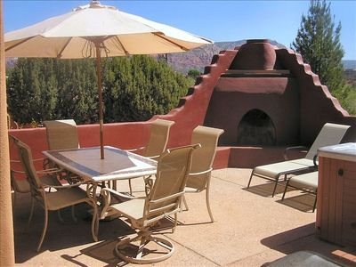 Outdoor Patio/Kiva fireplace/Hot Tub