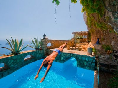 Amalfi Coast Seafront Villa btw Sorrento&Positano,Pool,Cave-Bar,Hot-Tub,Concierg